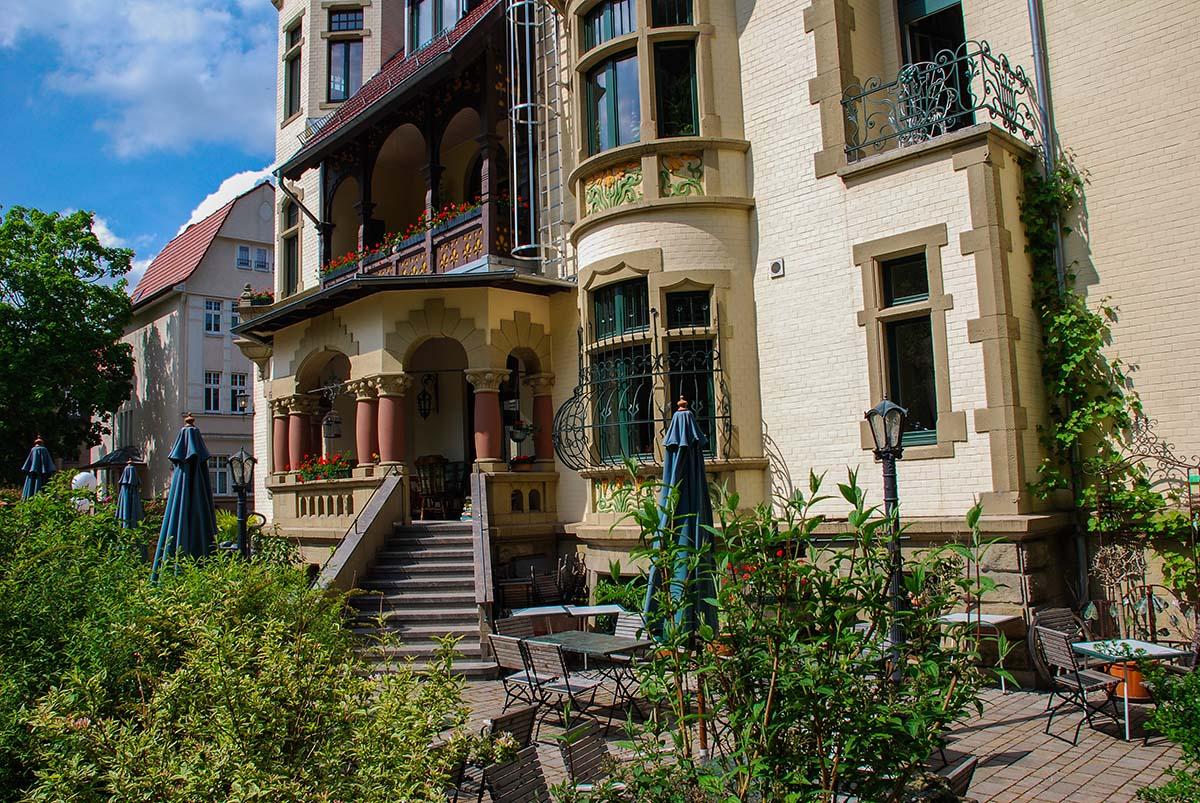 Villa Antik, ein Cafe mit Außengastonomie