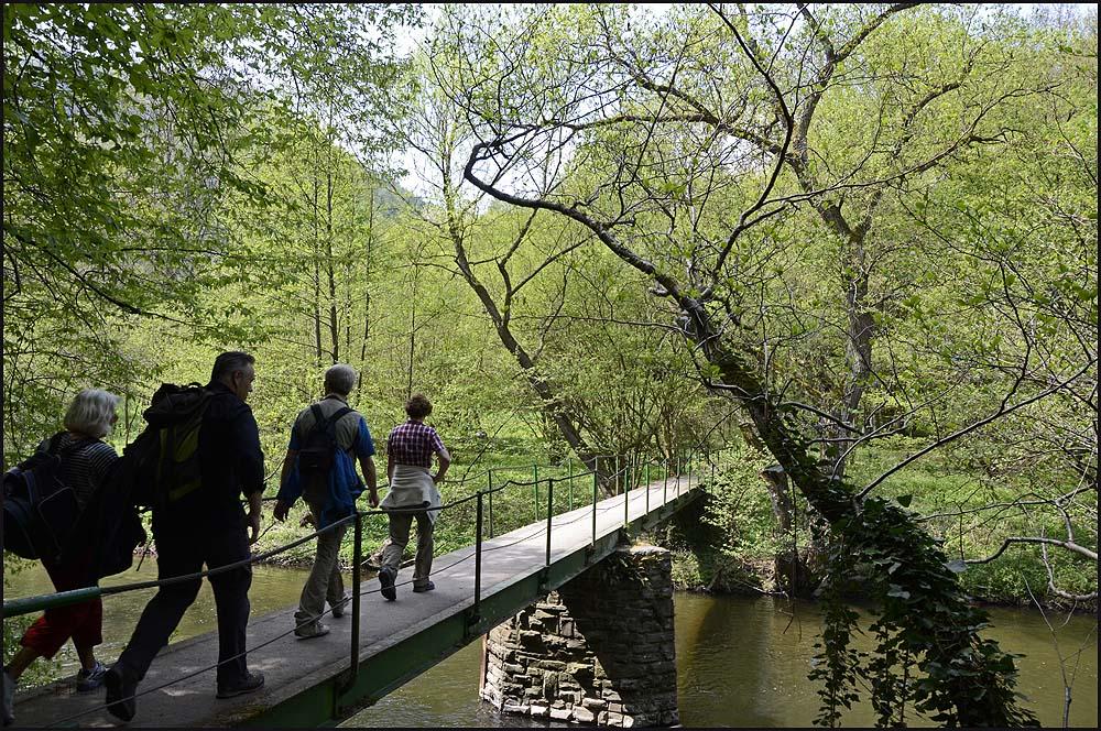 Und hinter dieser Brücke erwartet uns das lauschige Plätzchen, an dem wir rasten werden.