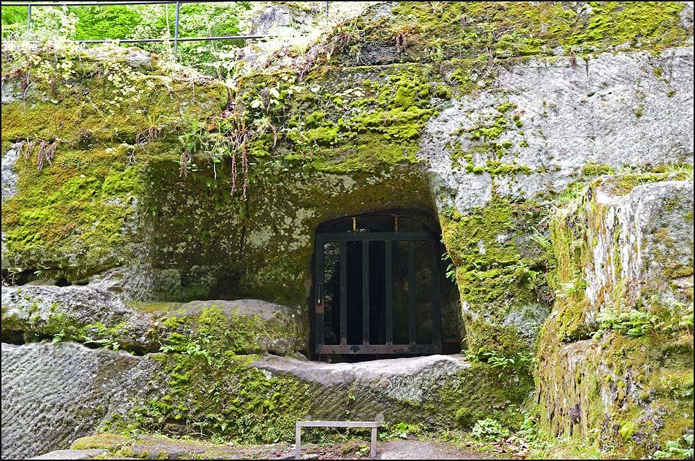 In den Putzlöchern (romisches Kupferbergwerk) sind früher Erze und Steine abgebaut worden. Im 2. JH nach Christi wurden bis zu 18m tiefe brunnenartige Schächte in den Berg getrieben.