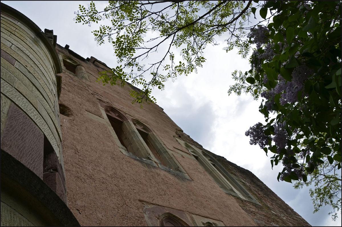 Eine schöne Webseite erklärt vieles über die Burg Rammstein