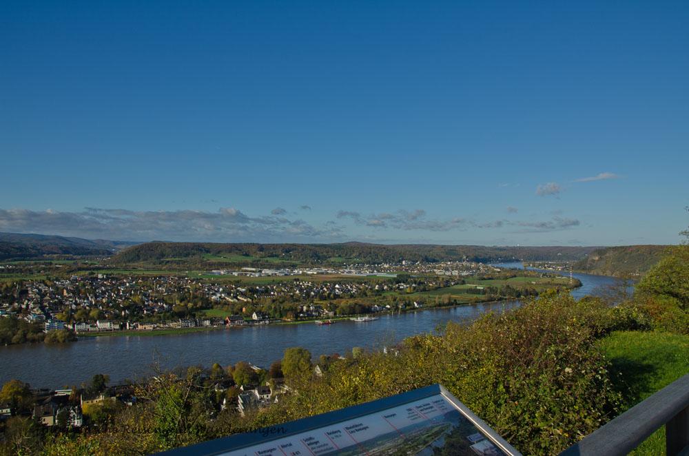 Blick auf den Rhein unterhalb des Kaiserberg in Linz a.Rhein