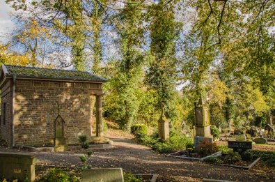 Friedhof Lindlar mit Grauwackekreuzen