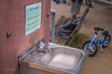 Hände waschen nach dem Besuch im Ziegengehege