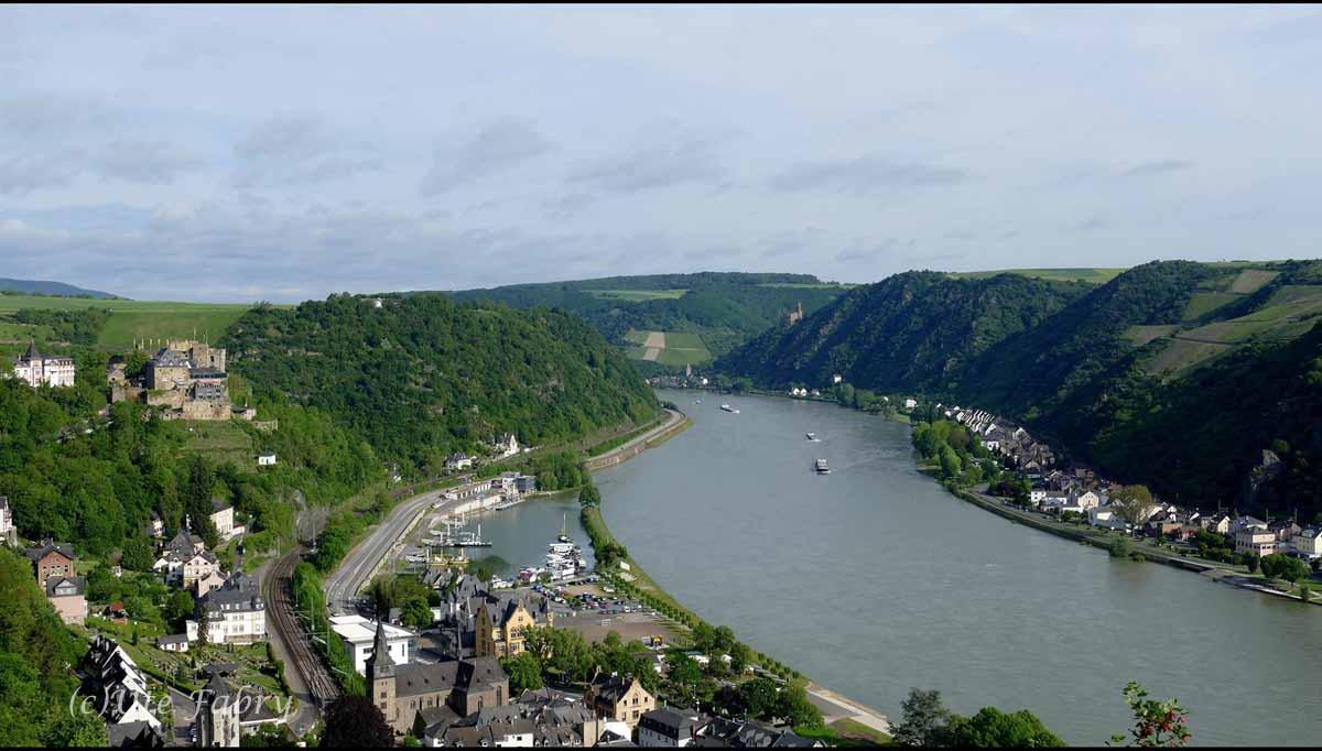 Burg Rheinfels und St. Goar Blick auf den Rhein