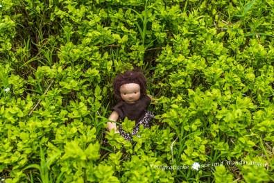 Wanderomi mitten im Gemüse (Rivkah Puppen)